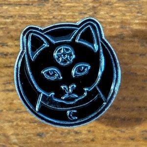 Accessories - Black Cat w/ Pentacle Wiccan Witch Enamel Pin